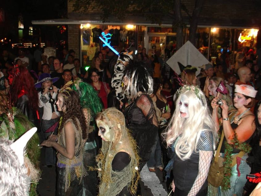 Spirit Halloween San Antonio TX locations, hours, phone number, map and driving directions.